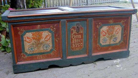 original bemalte barock truhe hohenlohe datiert 1793 mit geschmiedetem offenen schloss und bandern konrad antiquitaten ankauf verkauf restaurierungen mobel